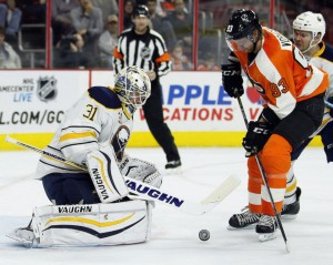Flyers winger Jakob Voracek misses on a scoring chance (courtesy AP/Photo Tom Mihalek)