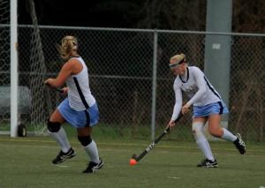 Jody Boyer (#14) looks to pass to Sydney Ostroski (#4)(Photo: Eric Gooch).
