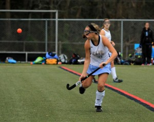 Marcella Sabbagh (#21) keeps her eyes on the ball (Photo: Eric Gooch).