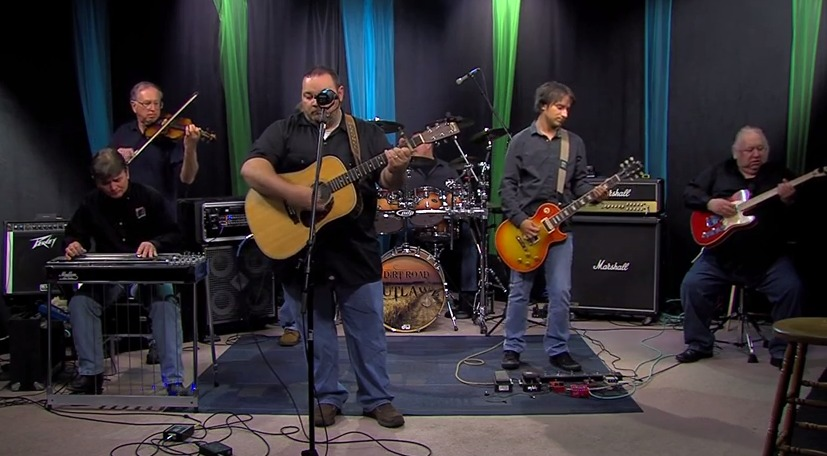 Dirt Road Outlawz Sings Wagon Wheel – Friday, April 10, 2015