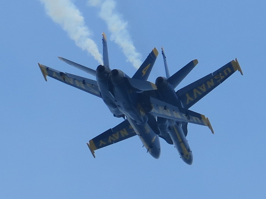 2015 O.C. Air Show Swoops Into Resort Town