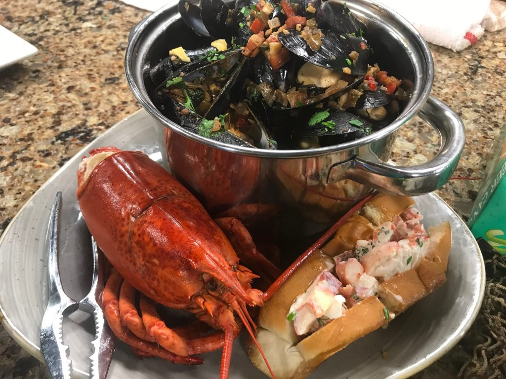 SeaQuench Ale Mussels and a Lobster Roll with Chesapeake & Maine