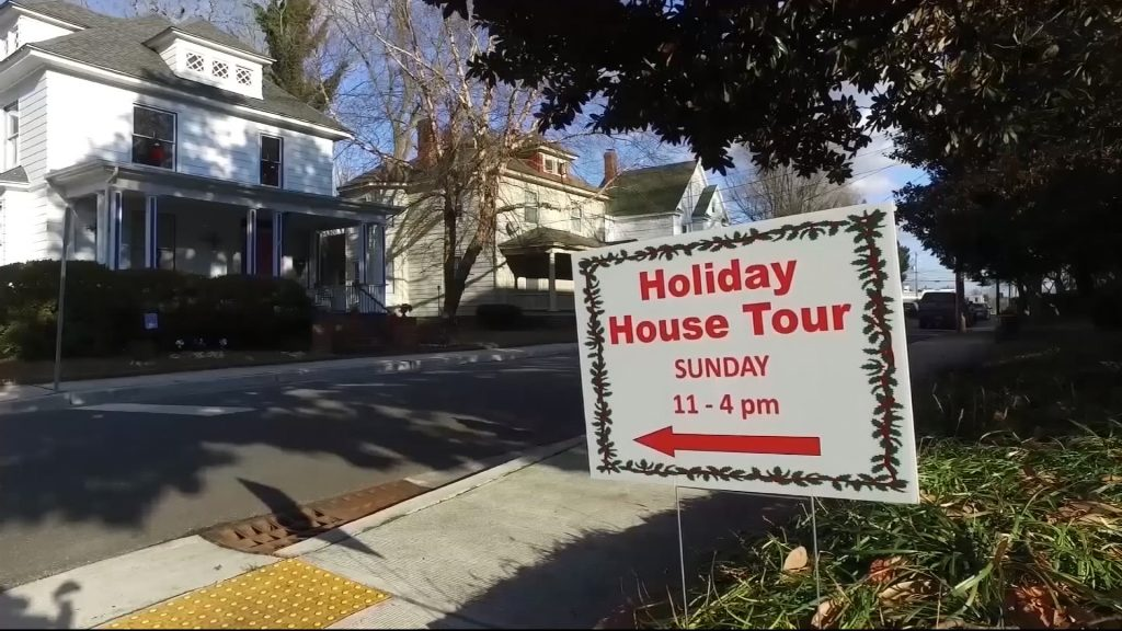 Travels With Charlie: Newtown Historic District Holiday House Tour