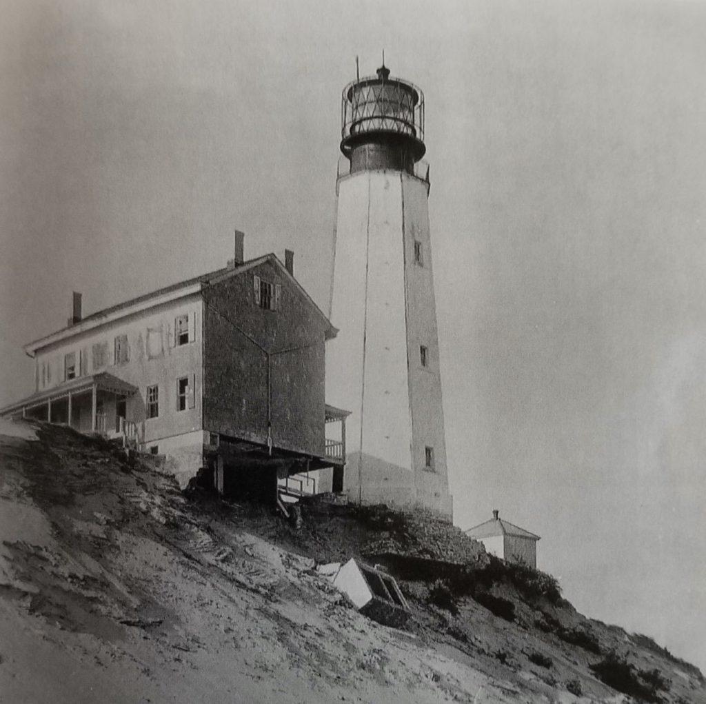 Throwback Thursday – Collapse Of The Cape Henlopen Lighthouse