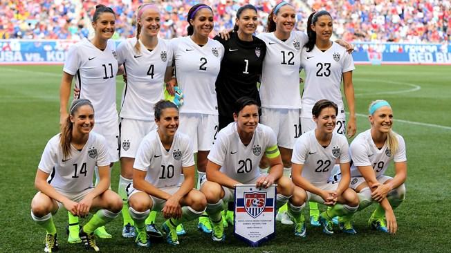 USA WOMEN'S TEAM (PHOTO: FIFA)