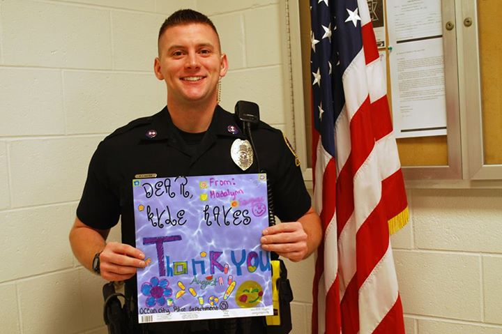 OCPD's Ofc. Kyle Hayes with his thank you card (Courtesy: OCPD Facebook)